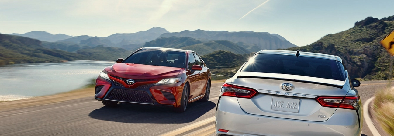 Two 2018 Toyota Camry cars, in a blog post about comparing Toyota cars.